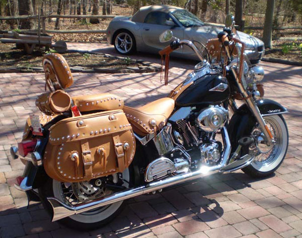 110boxsc Saddlebags On A Harley Davidson Heritage Softail Classic